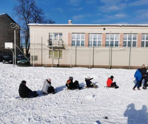 Gry i zabawy ruchowe na śniegu